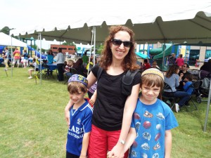 JCC Member, Tami Arnowitz, and her kids